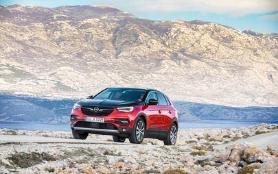 Elkészülni, töltés, rajt: itt az új összkerékhajtású Opel Grandland X konnektoros hibrid