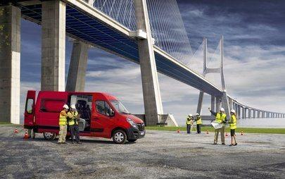 Busztól billencsig, bármivé alakul az Opel Movano
