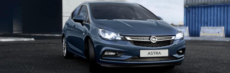 Opel Astra kék, szemből